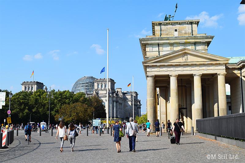 ブランデンブルク門と国会議事堂